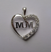 Sterling silver Cubic Zirconia Mum in Heart pendant 1.65g
